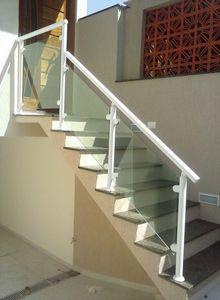 escada com guarda corpo de alumínio