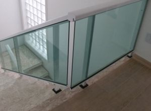 escada e guarda corpo