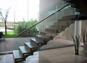 escadas de inox é vidro