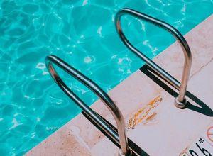 corrimão para piscina