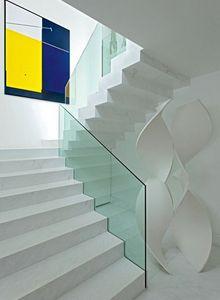 escada com guarda corpo em vidro