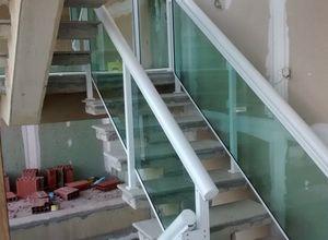 escada com vidro temperado