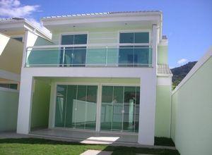 fachada com porta de vidro